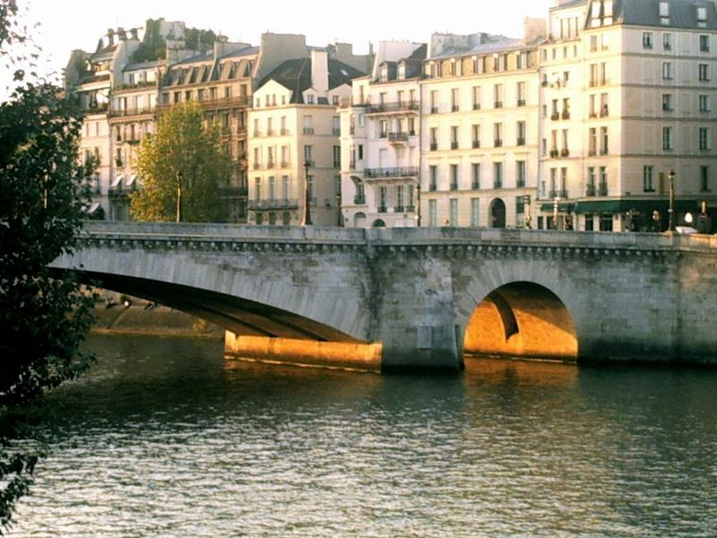 Lumière sous le pont