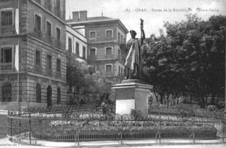 002_Statue_des_Lois_et_Gendarmerie