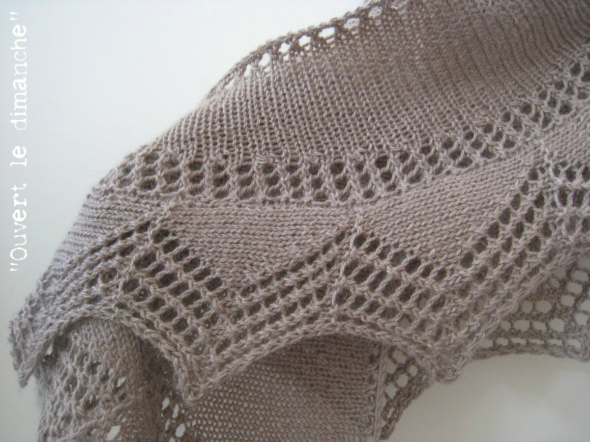 Cassis shawlette 2