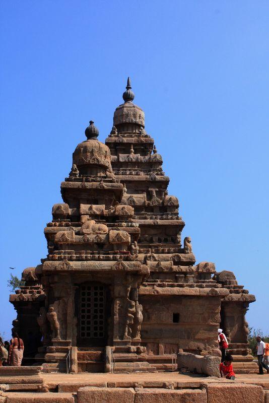 Temple sur le rivage