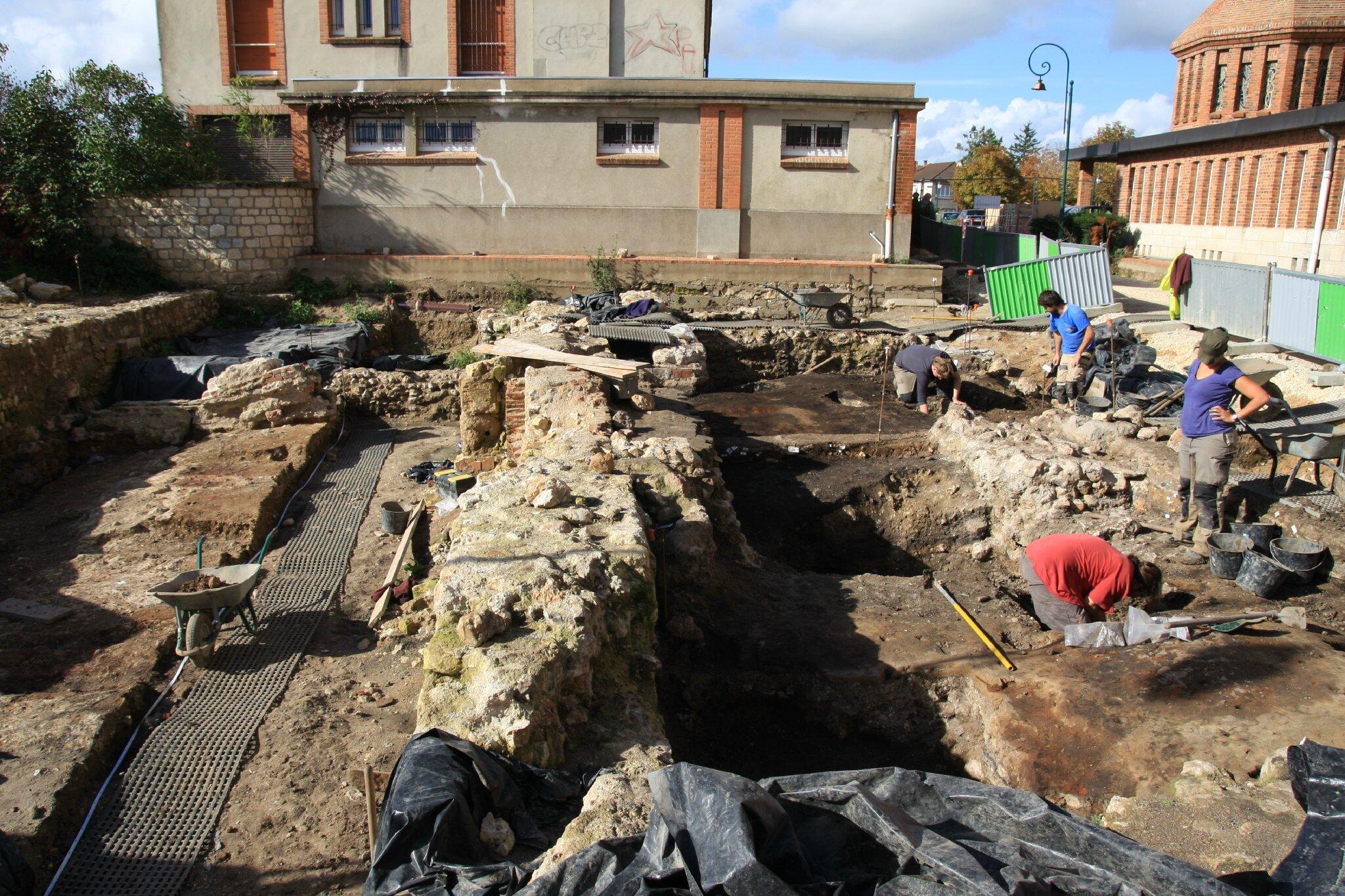 Une conf rence sur les fouilles du ch teau de gien orl ans histoire patrimoine en haut - Office du tourisme de gien ...