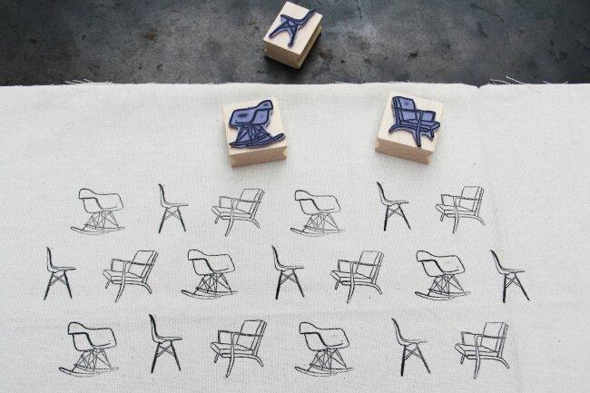 coussin motif chaises3