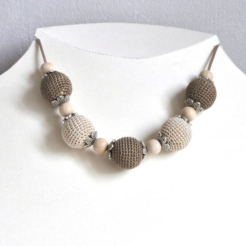 collier perle crochet beige marron 3