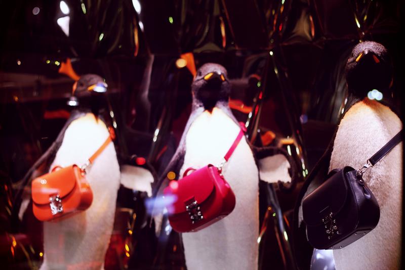Pingouins Vuitton vitrines noel Galeries lafayette