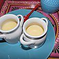 Panna cotta au chocolat blanc et compote de poire vanillée: l'automne en petits pots gourmands