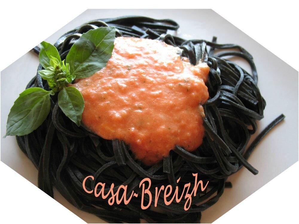 Pâtes noires à la tomate