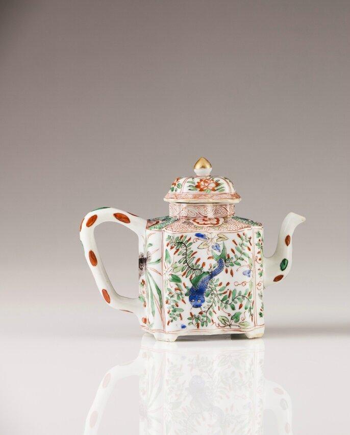 A Polychrome Famille Verte tea-pot, Chinese export porcelain, Kangxi Period (1662-1722)