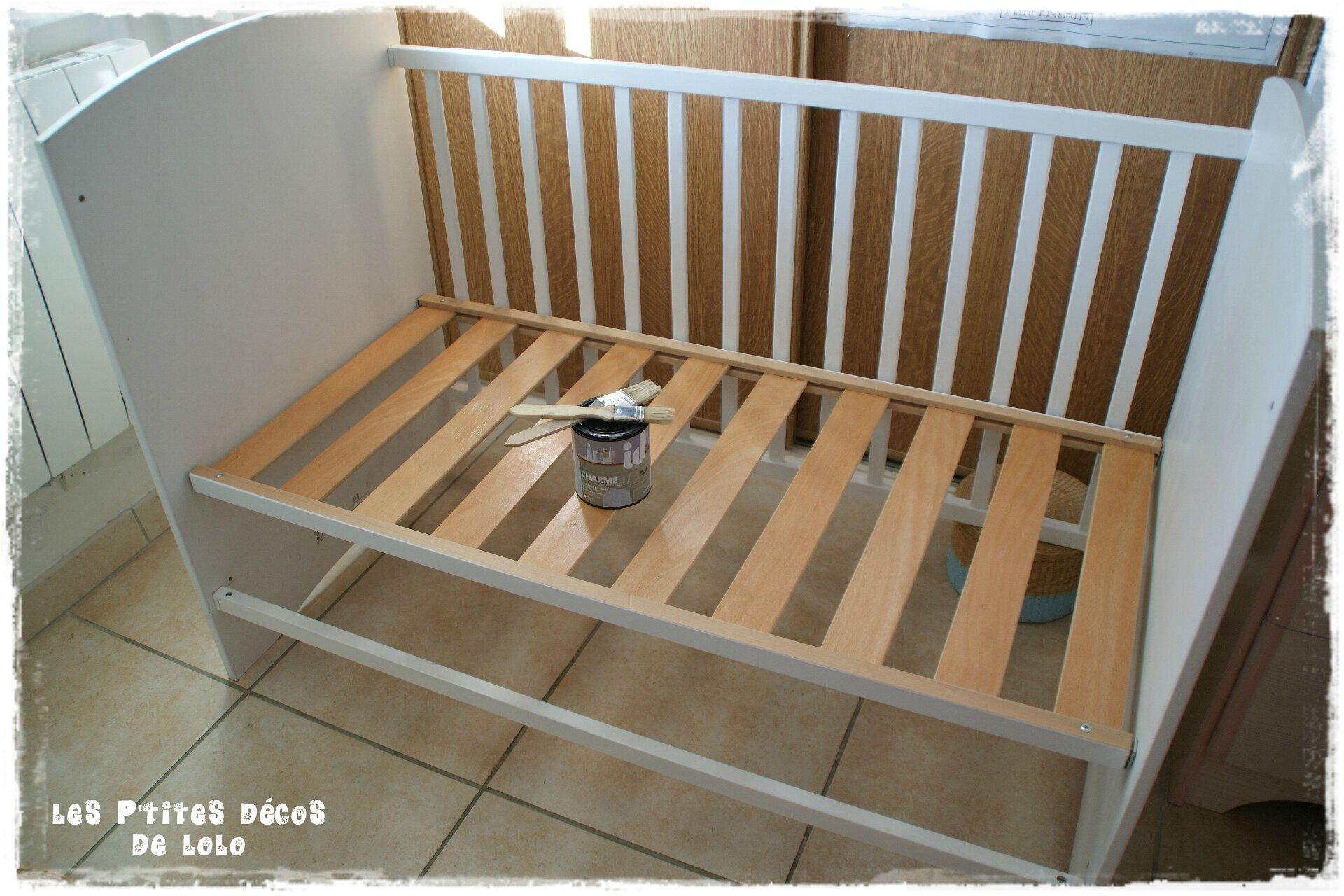 Diy d co chambre de fille transformer un lit de b b - Repeindre un lit en bois ...