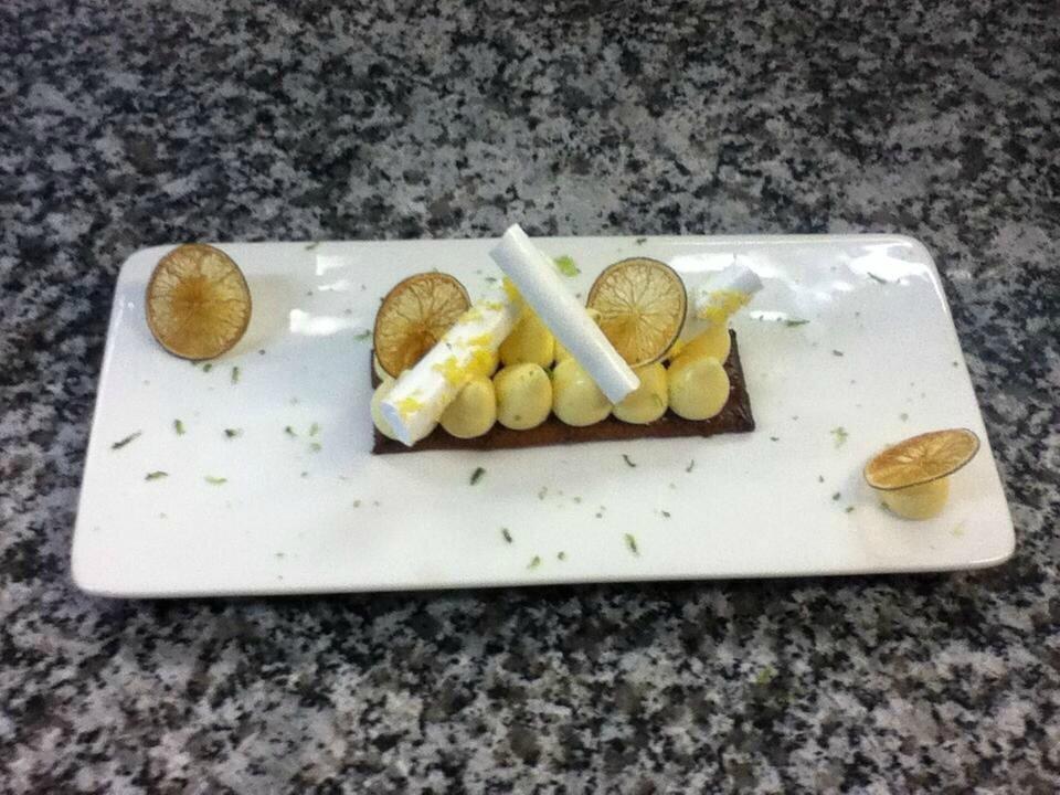 citron revisite et un sable breton crémeux caramel et sa compote de poire2