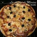 2 pizzas maison : tomates-chèvre-pesto & curry-poulet-poivrons-mozzarella