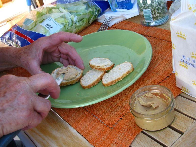 Tranchouilles de crème brûlée de foie gras, préparée par mam' au Poulailler.