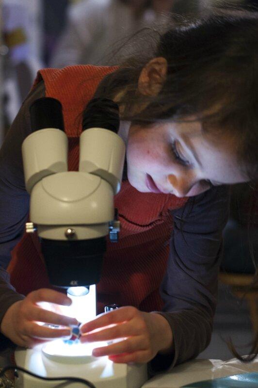 Vrai microscope ou loupe binoculaire pour les enfants - En