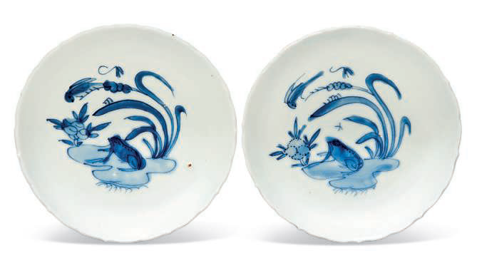 A pair of blue and white 'Frog' dishes, Wanli period (1573-1619)