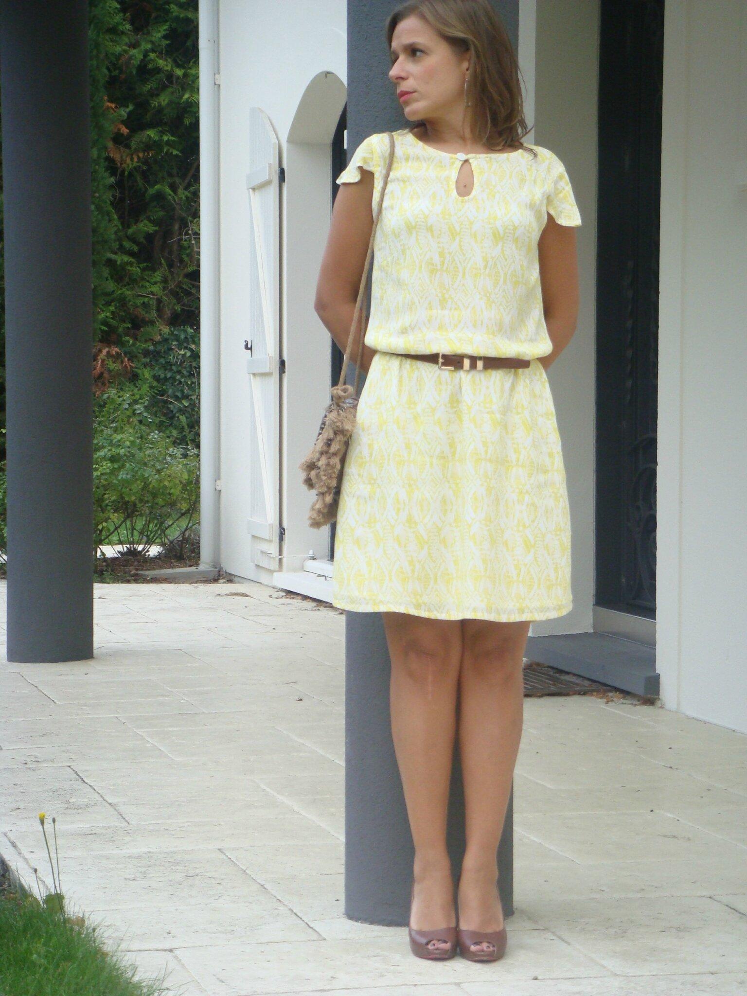 05d534ac9b2f Robe blanche et jaune