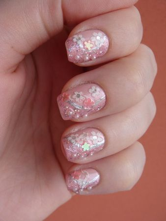 Nail art avec Garter Belt de china Glaze, Teenage Dream de OPI,