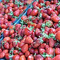 C'est l'été !!! glaces aux fraises du jardin ...