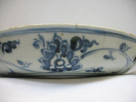 A_blue_and_white_porcelain_dish_with_phoenix_and_floral_spray_decoration1