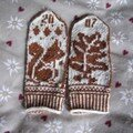 Squirrel and oaks mittens