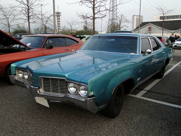 oldsmobile delta 88 custom town 4door sedan 1969 a