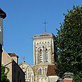 Lumière du soleil sur la balisique de vézelay