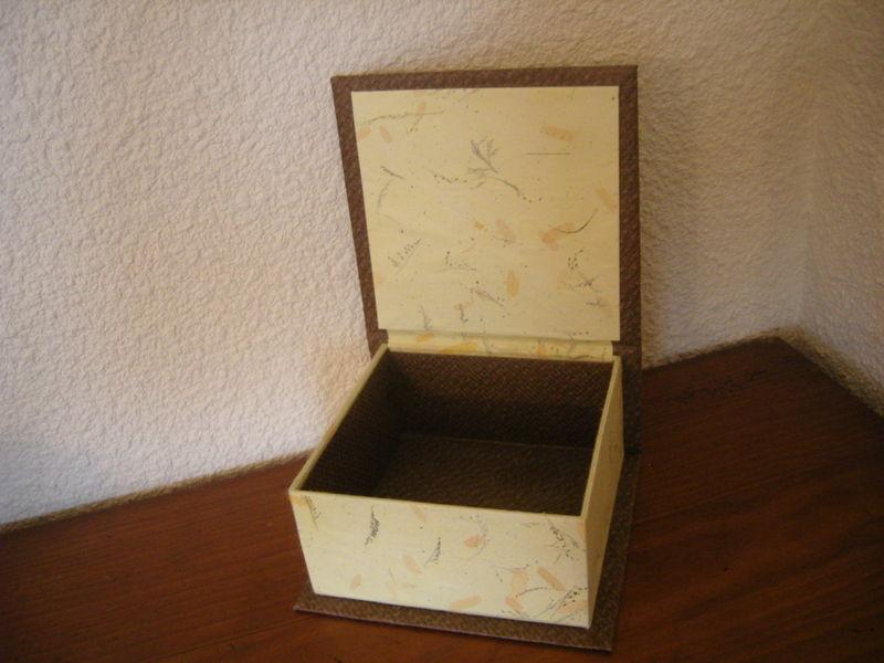 cartonnage boite jaune et marron chiffon de papier. Black Bedroom Furniture Sets. Home Design Ideas