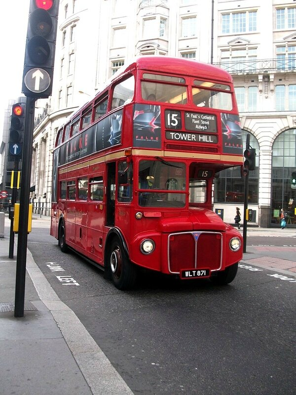 800px-Routemaster_London_bus_route_15_to_Tower_Hill