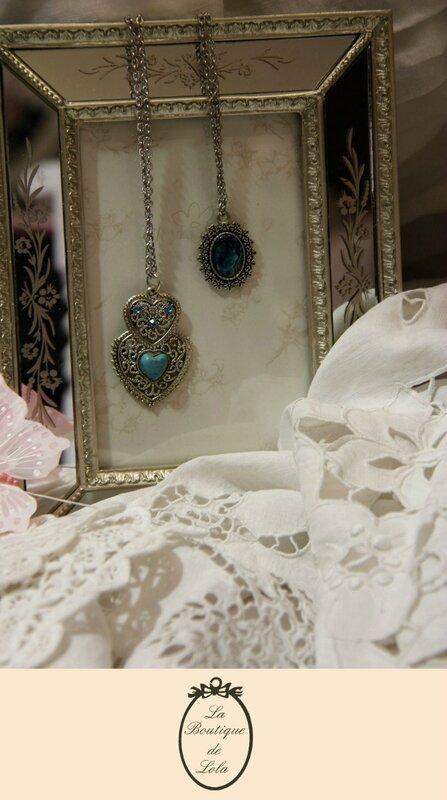 Pendentif cœur en turquoise de Russie et pendentif en nacre d'abalone posés sur un cadre romantique...