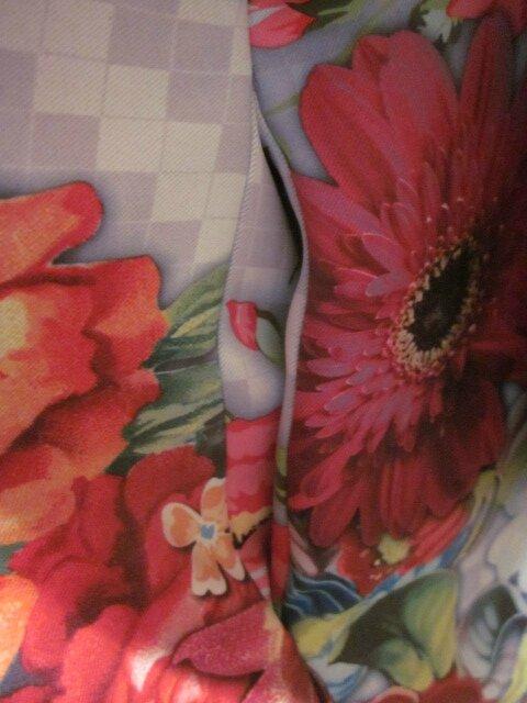 Manteau EDITH en polyester à damier gris imprimé fleurs et papillons - Doublure de satin rouge (10)
