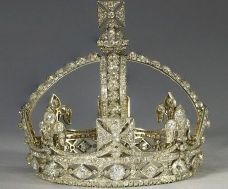 Queen_Elizabeth_II_diamond_jubilee_small_diamond_crown_victory_img_9_540x446