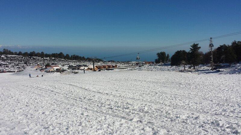 24 décembre... séance de luge sur l'Etna... la mer en toile de fond