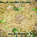 Bouillon aux nouilles chinoises et boulettes de boeuf