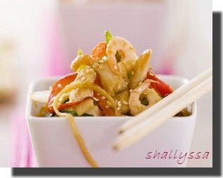 Shrimp_and_chicken_noodles_2