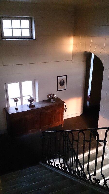 Vue de l'escalier du château (salle séminaires)