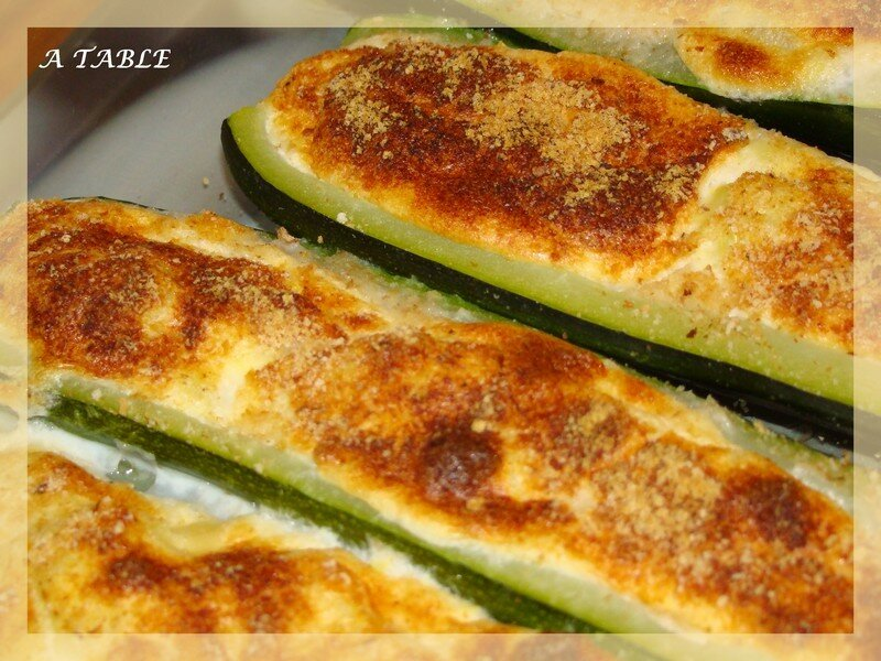 courgettes farcies au fromage blanc a table. Black Bedroom Furniture Sets. Home Design Ideas