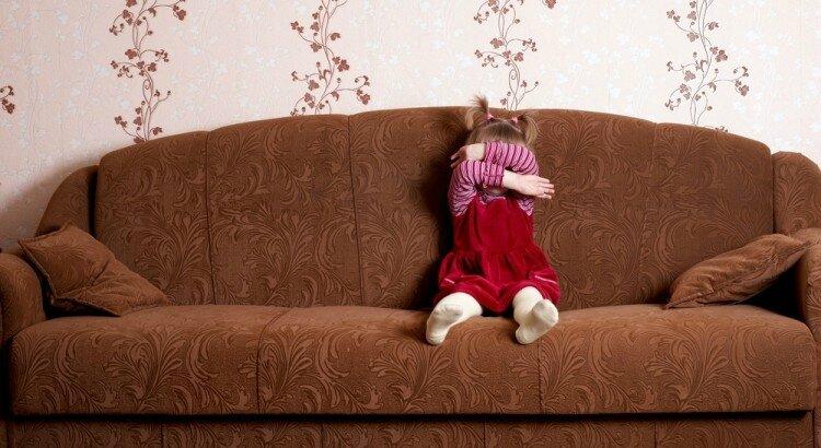 enfant colere canapé