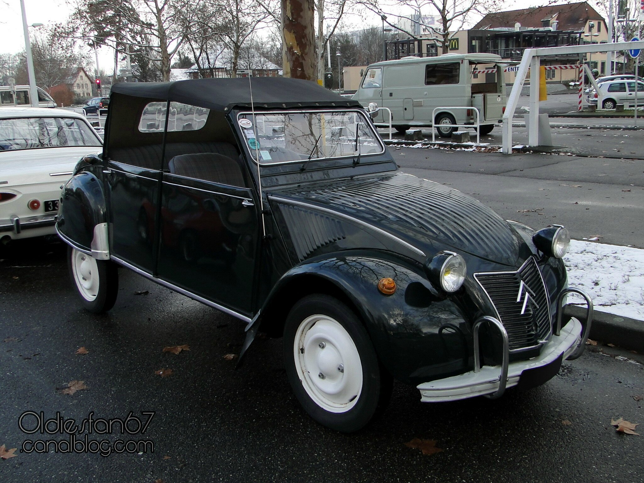 citro n 2 cv cabriolet 4 portes oldiesfan67 mon blog auto. Black Bedroom Furniture Sets. Home Design Ideas