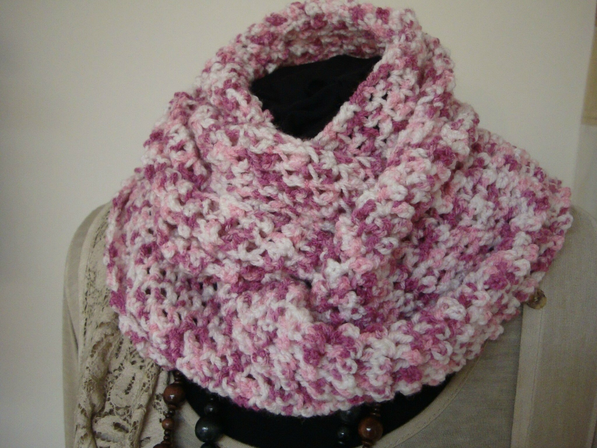 SNOOD ROSE ET BLANC AU CROCHET