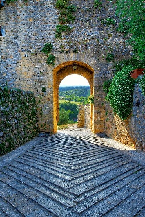 Archway-Monteriggioni-Tuscany-Italy
