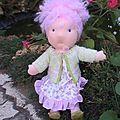 Toute de rose vêtue et ....... coiffée !
