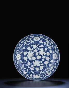 a_rare_large_reverse_decorated_blue_and_white_dish_yongzheng_six_chara_d5448047_001h