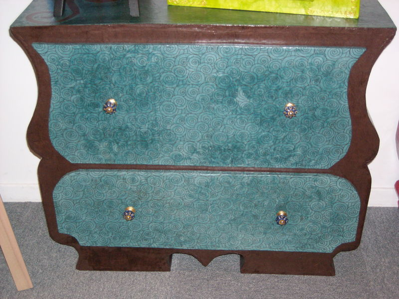 commode bleue et marron