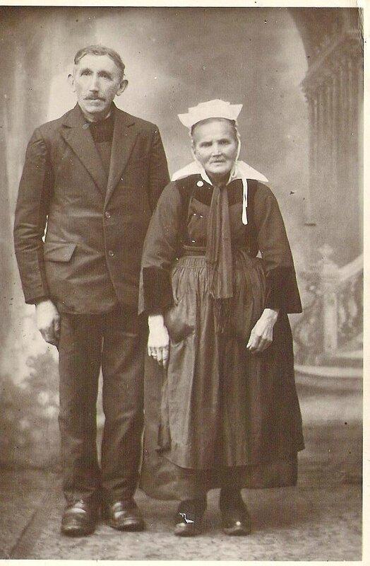 Jean-Yves Quéffélec né le 25 Mai 1867 à Lesren en St-Thois et sa femme Isabelle ROY