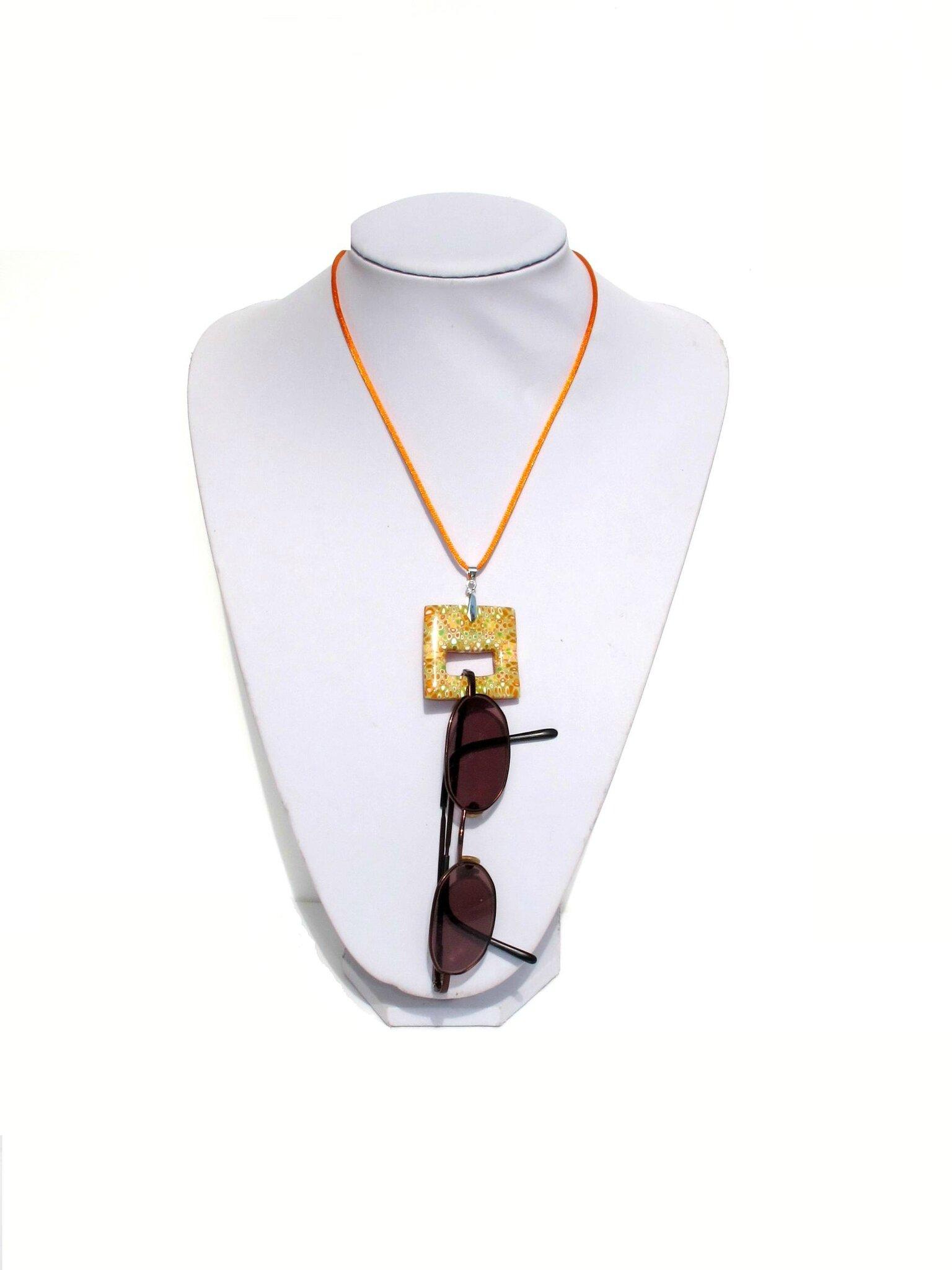 collier pendentif porte lunettes fimo carré orange vert jaune clay gun