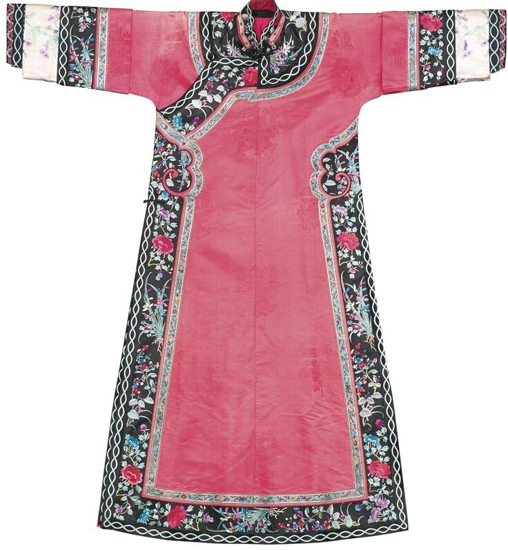 A Manchu lady's pink silk informal robe, Late Qing dynasty