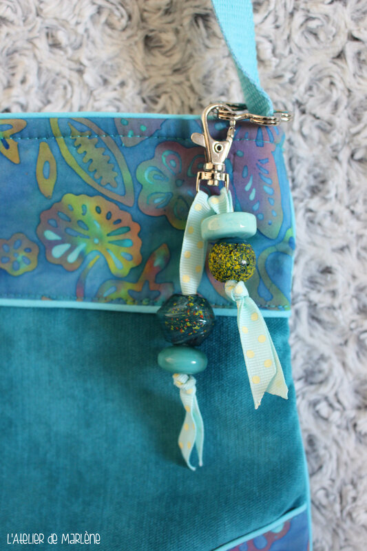 bijou de sac bleu