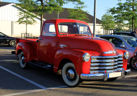 Chevrolet_3100_pick_up_de_1949__Rencard_du_Burger_King_juin_2010__01
