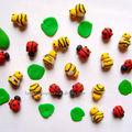 Perles d'abeilles, de coccinelles et de feuilles de nénuphar