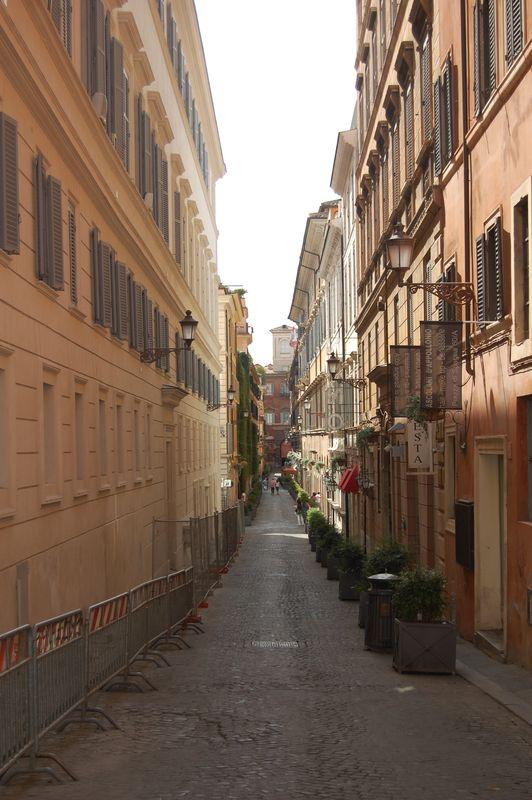 Des rues bien étroites pour une capitale