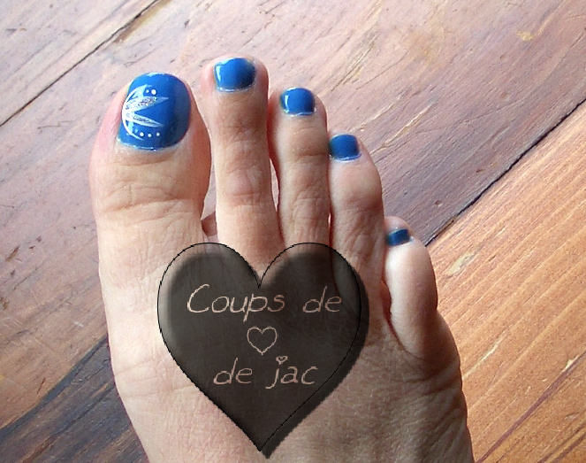vernis bleu royal avec dessin photo de ongles coups de coeur de jac. Black Bedroom Furniture Sets. Home Design Ideas