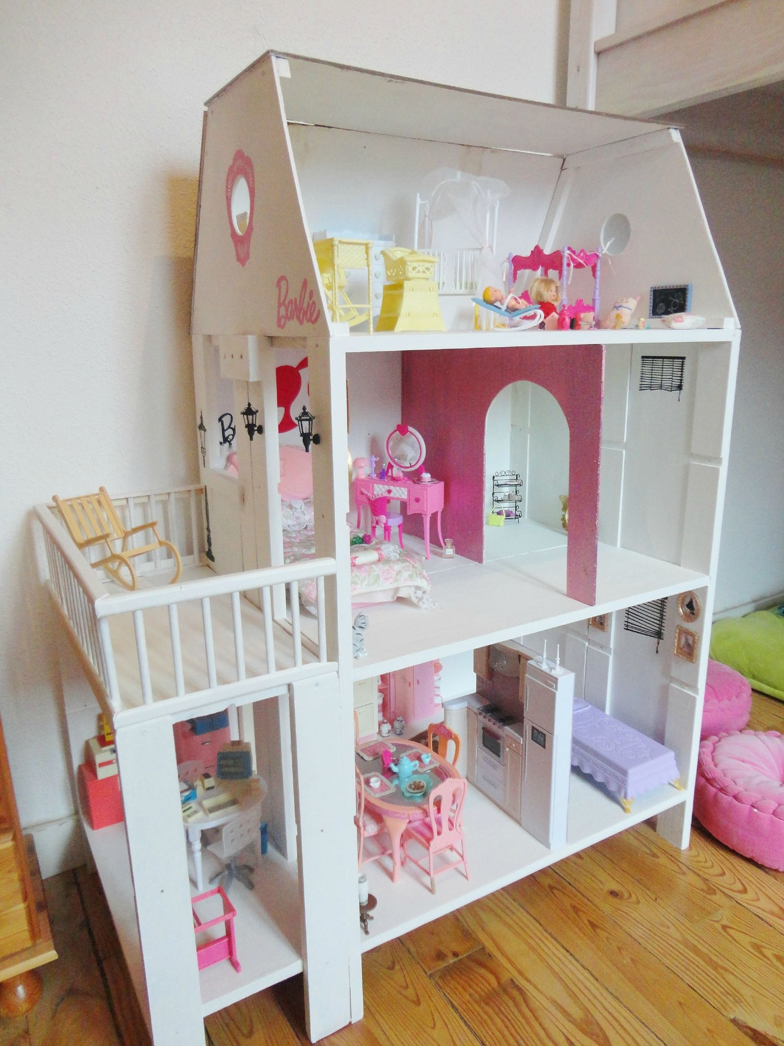 faire une maison de barbie en bois. Black Bedroom Furniture Sets. Home Design Ideas
